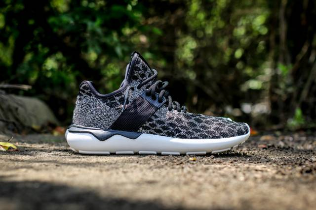 Adidas Tubular Runner Primeknit (Core Black / Carbon Vintage White