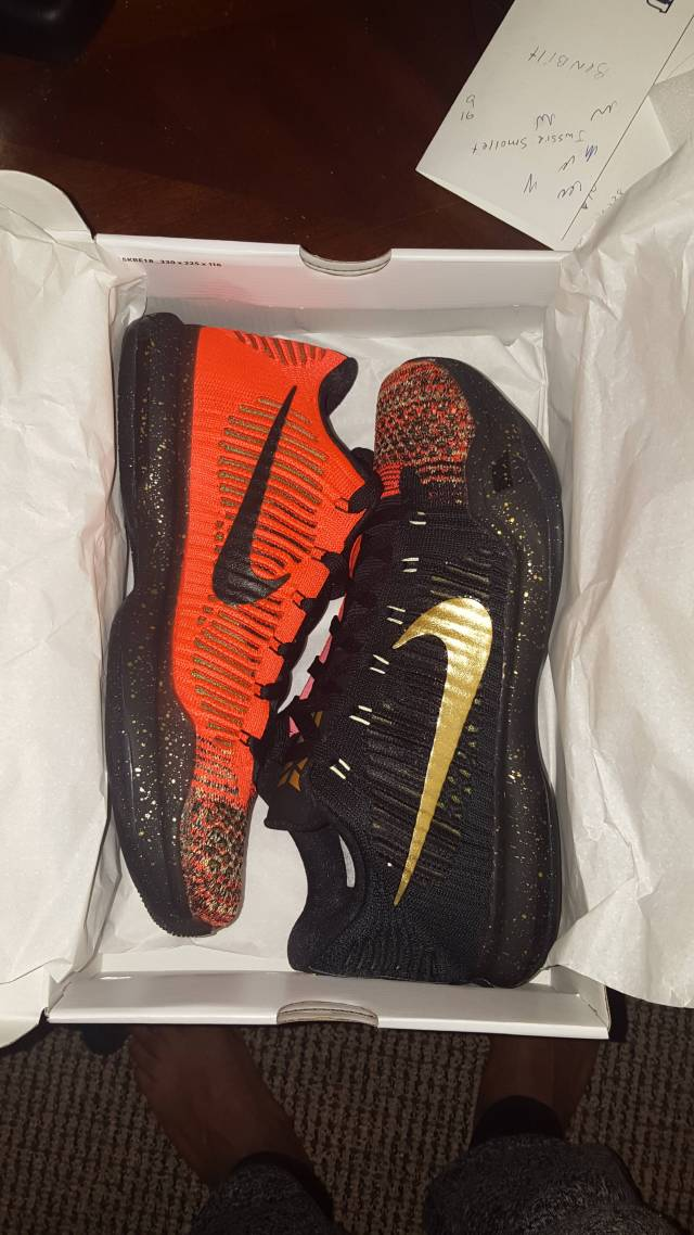 Kobe 10 christmas | Kixify Marketplace