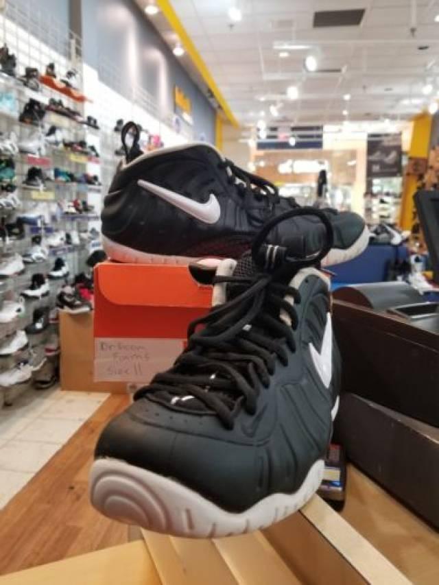 b4fbc276c78 Nike Air Foamposite Pro Dr. Doom Size 11 Black White 624041-006 ...