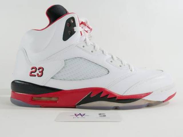 separation shoes e85a6 bba24 AIR JORDAN 5 RETRO