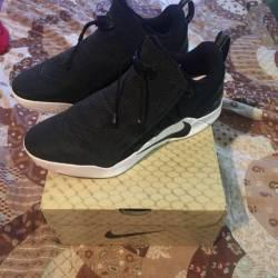 Size 9.5 kobe a.d nxt black/wh...