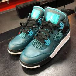 Jordan 4 - teal - size 7