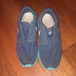 $60.00 Nike roshe run