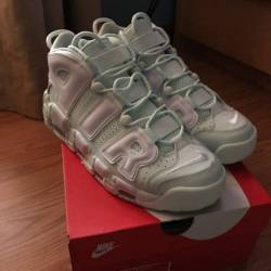 Nike air more uptempo women'...