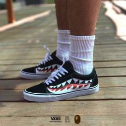 Custom bape shark teeth vans s...